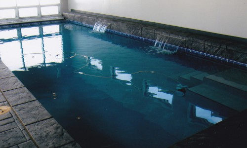Indoor pool with water features